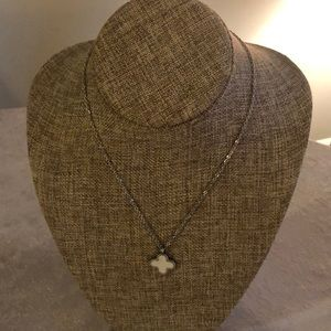 Jewelry - NWT pearlized clover shape necklace